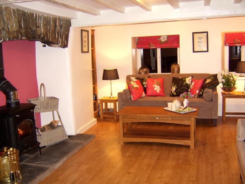 Fabulous period lounge - Romantic luxury historic cottage byLake Windermere - Newby Bridge - rentals