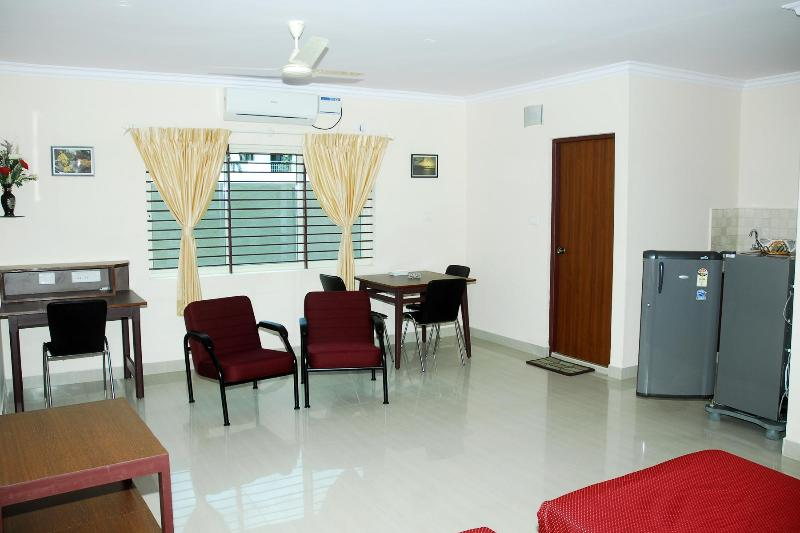 A/C DELUXE STUDIO ROOM - TULIPS HOMESTAY : A/C DELUXE STUDIO ROOM, A 3 - Mysore - rentals