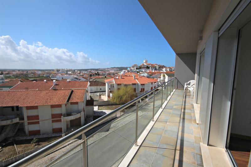 SCH40 - 3rd floor apartment, town & country views - Image 1 - Sao Martinho do Porto - rentals