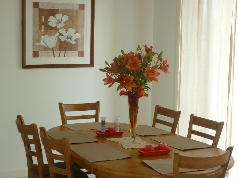 Dining - Large Family Townhouse -  near Lagoon - Pakenham - rentals