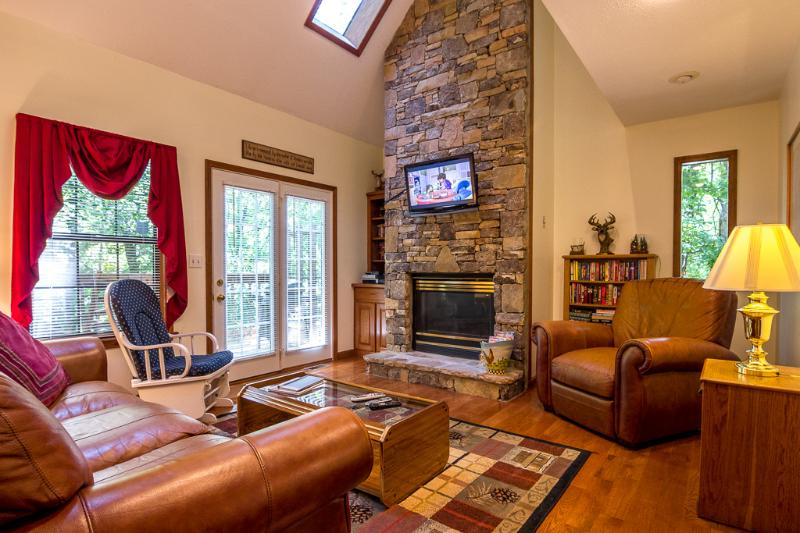 Living Room-Stacked Stone Fireplace,32 HDTV, Movies,Books, DVD Player,Queen Sleeper Sofa - PICK ME   PICK ME ,Wifi,Hottub,Jacuzzi,2-Pools - Pigeon Forge - rentals