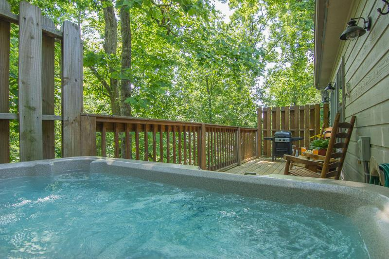 Soak Your Cares Away ! Private Hot Tub on Rear Deck - Smoky Mountain Memories Pigeon Forge Tn ,Romantic,Wifi,Hot Tub,2-Pools,Location - Pigeon Forge - rentals