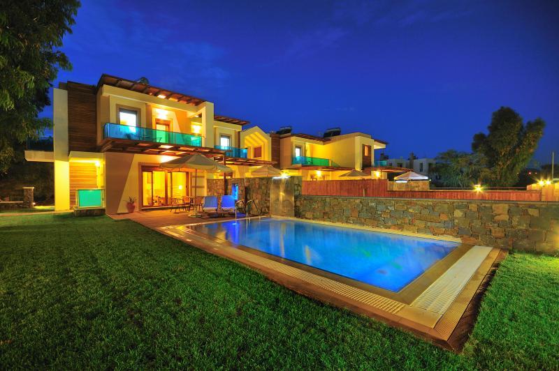 Alia by night- pool - Horizon Line Villas - Luxury Villa - Private Pool - Kiotari - rentals