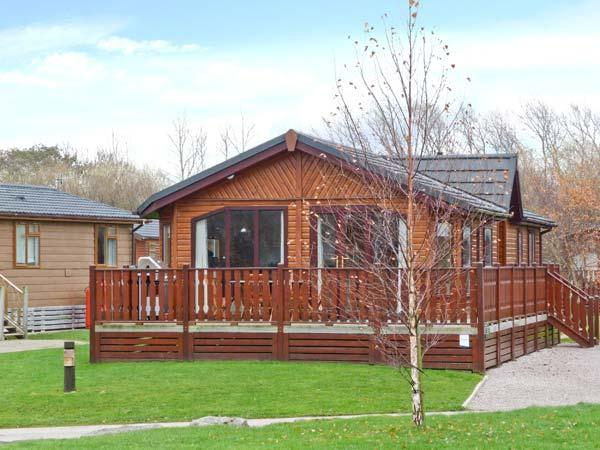 CRAG VIEW LODGE, detached lodge, all ground floor, use of on-site facilities, in South Lakeland Leisure Village, Ref 28139 - Image 1 - Priest Hutton - rentals