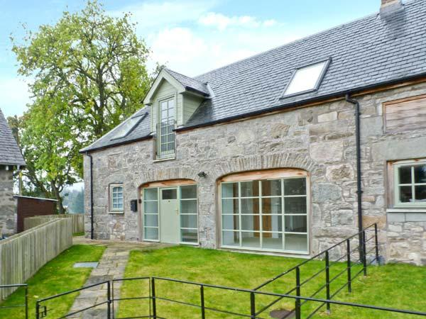 1 KENACLACHER STEADING, family holiday home, coalburning stove, lawned gardens, ample parking, near Kinloch Rannoch, Ref 29655 - Image 1 - Kinloch Rannoch - rentals