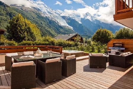 Modern Chalet Solaire with private en-suites, enjoy Mont Blanc views from the jacuzzi - Image 1 - Chamonix - rentals