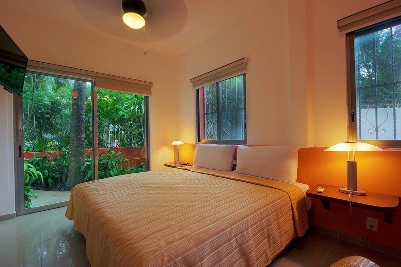 Garden Room. King size bed. Free Wifi.Ideal for 2 people. On downtown. - Image 1 - Quintana Roo - rentals