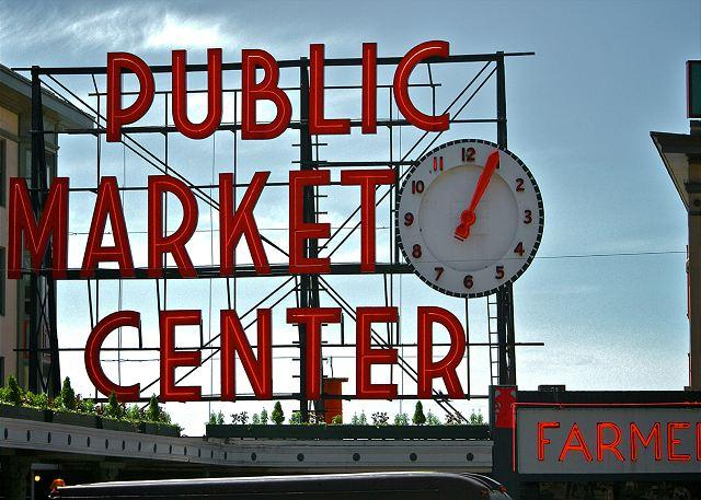 Pike Place Market is just a block away! - Gorgeous Remodeled Condo in Upscale Newmark Tower! Walk to Everything! - Seattle - rentals