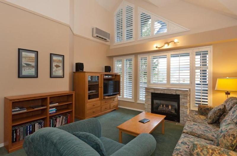 Open concept living and dining area with with cathedral ceilings and new large flat screen LCD TV! - Whistler Ideal Accommodations: Ski in Ski out - Glacier Lodge - Whistler - rentals