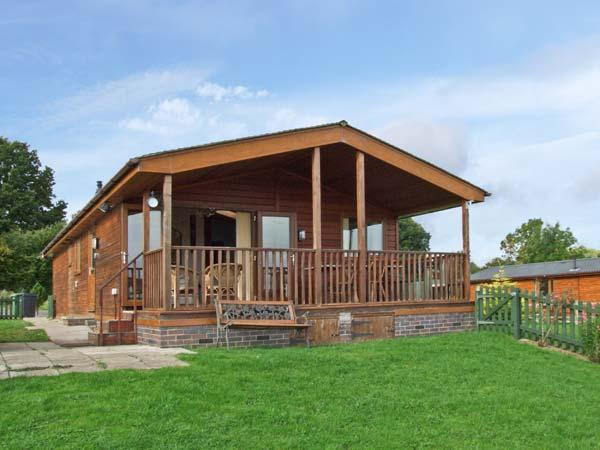 EAGLE RISE LODGE, WiFi, dishwasher, lovely rural views, en-suite facilities, detached lodge near Kinlet, Ref. 30086 - Image 1 - Cleobury Mortimer - rentals
