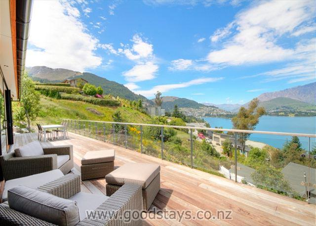 Premium alpine home + spa + garden + views! Idyllic layout, private, central! - Image 1 - Queenstown - rentals