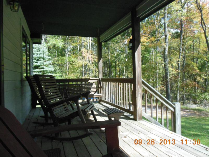Front porch, beckoning your arrival - Whispering Pines at Minnetoska - Oakland - rentals