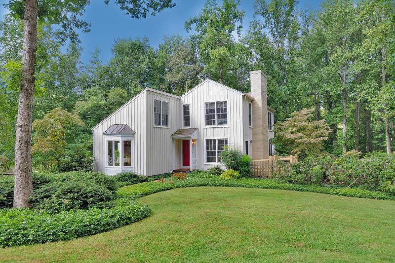 Stay Minutes from UVA, Yet Feel Like You're in the Country—On 5 Ac. w/ Pond - Minutes from UVA; Feel Like You're in the Country - Charlottesville - rentals