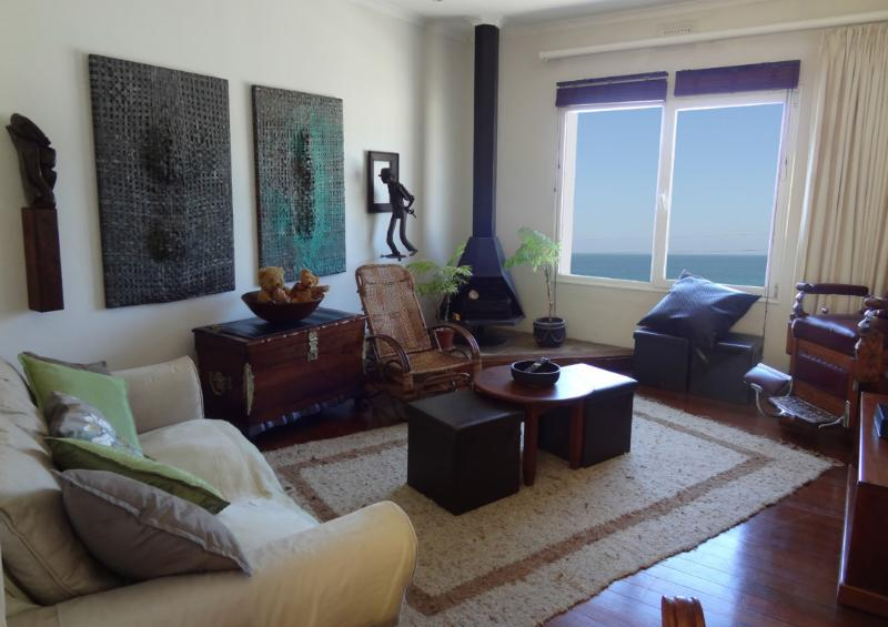 Comfortable eclectic lounge - WHALEWAY: Seaside home with mountain backdrop - Cape Town - rentals