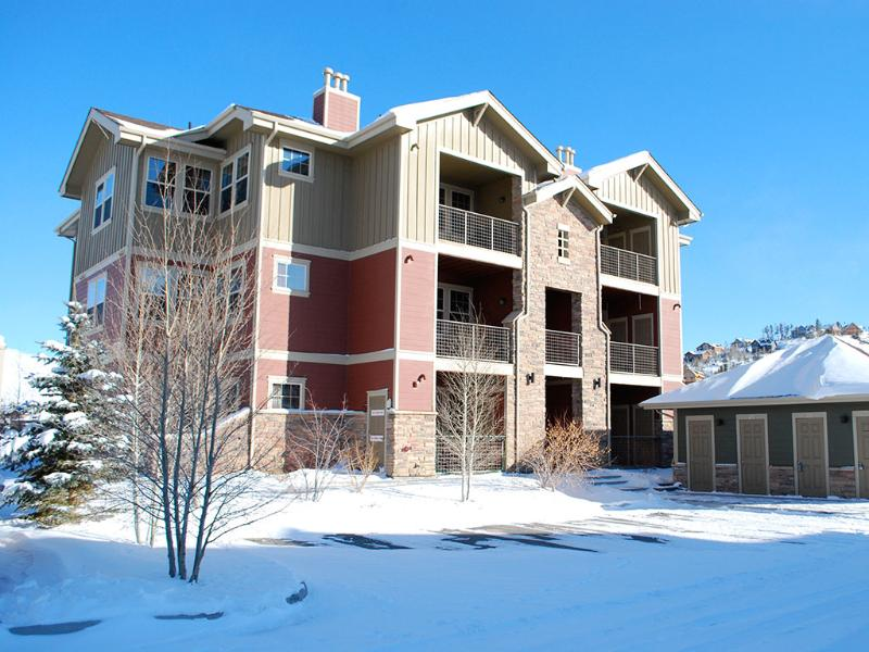 Apartment-style condo in quiet 12-unit building overlooking Ten Mile Creek running through meadow - Have a Great Day at Granby Ranch! Pet/Kid Friendly - Granby - rentals