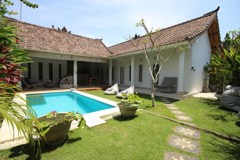 Main entry Villa Bali Cocoon. Pool fence on request - Charming & Quiet Villa 3 bedrooms - Seminyak - Seminyak - rentals