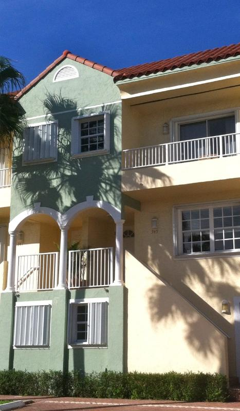 Hollywood Beach Townhouse Steps from the Beach - Image 1 - Hollywood - rentals
