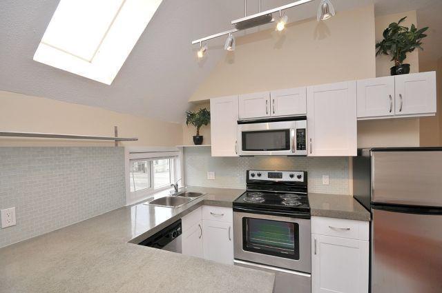 Renovated 1 Bedroom Suite in Rockland - Image 1 - Victoria - rentals