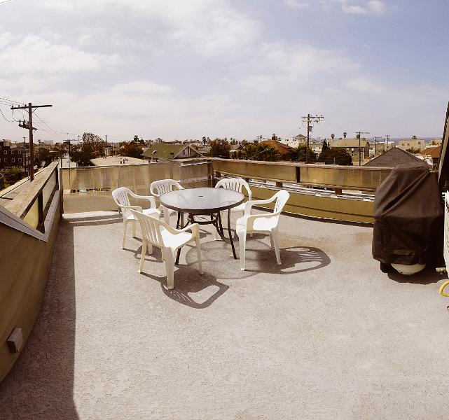 Private roof top deck - Beach Guest House, 3 bedrooms, private roof top deck.. - Venice Beach - rentals