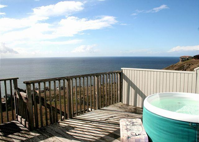 "Wecome to your new favorite beach house...Jump in ..the water is - ""Bella Oceana"" New Everything! HUGE VIEWS! Large Deck! HOT TUB! Perfect for 8 - Dillon Beach - rentals"