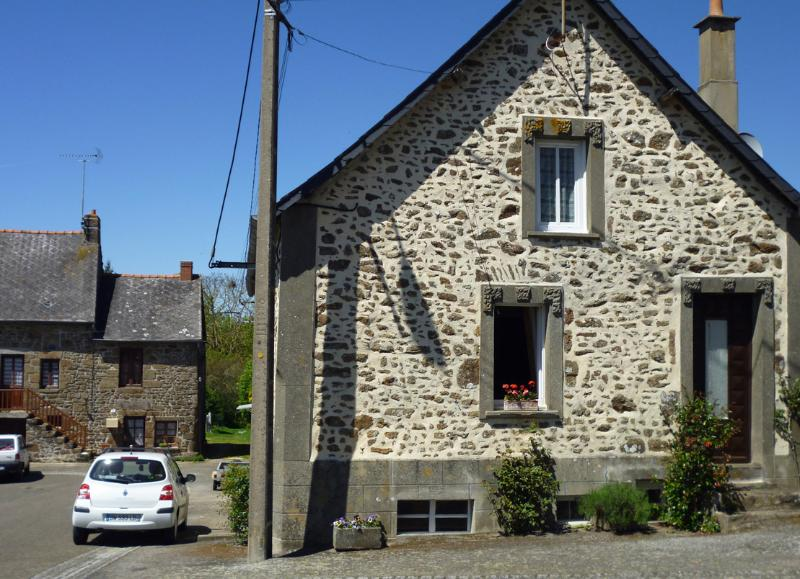 The front of the cottage, in such a lovely friendly village with plenty of parking space! - Our Cosy Cottage - Mayenne - rentals