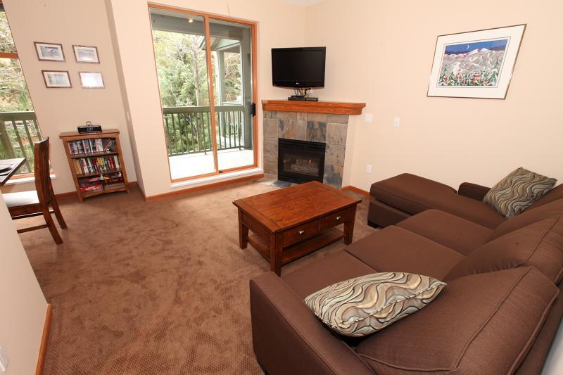 Living area & large covered patio - Northstar 2 Bedroom Townhouse - Whistler - rentals