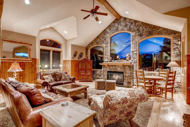 Moosehead Lodge - Great view, hot tub, foosball - Image 1 - Breckenridge - rentals
