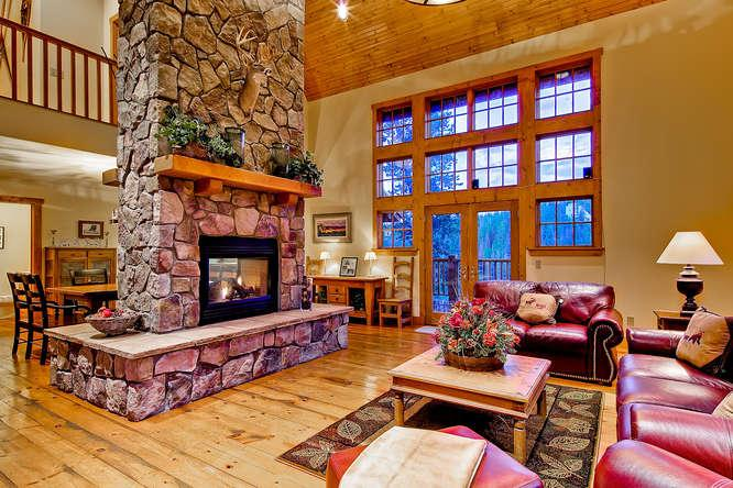 Mountain Lodge at Snowshoe -Private hot tub! - Image 1 - Breckenridge - rentals