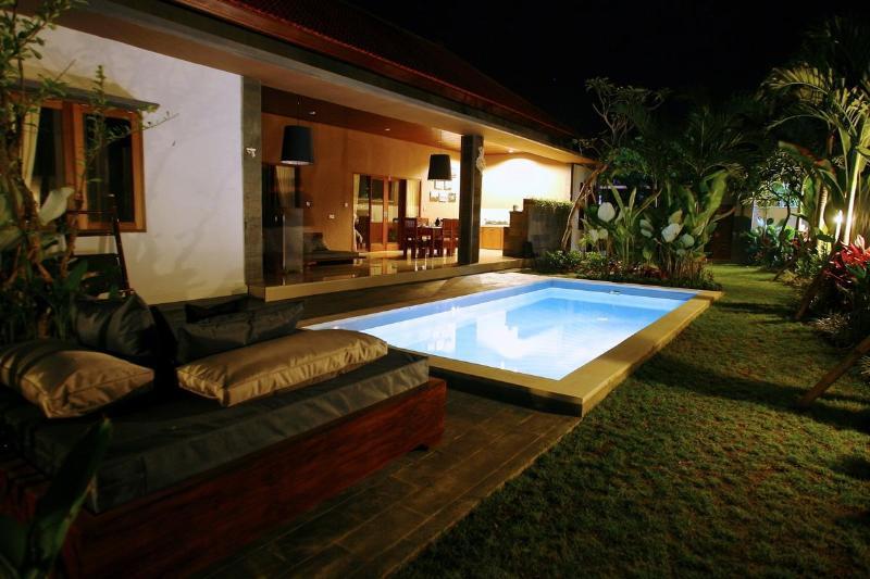 Luxury Villa Divinka. Calm, chill, privacy - Luxury Villa Divinka, close to the beach, pool, garden - Canggu - rentals