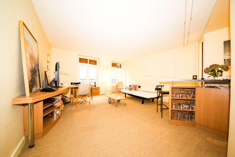 Studio for 2 to 3 Near la Place des Vosges - Image 1 - Paris - rentals