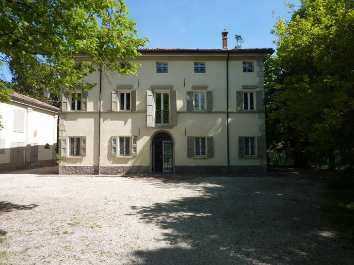Welcome to L'ORLANDINA and its own great park! We are conveniently halfway Bologna and Ferrara. - L'ORLANDINA - Prestigious Country Mansion, Own Par - Bologna - rentals