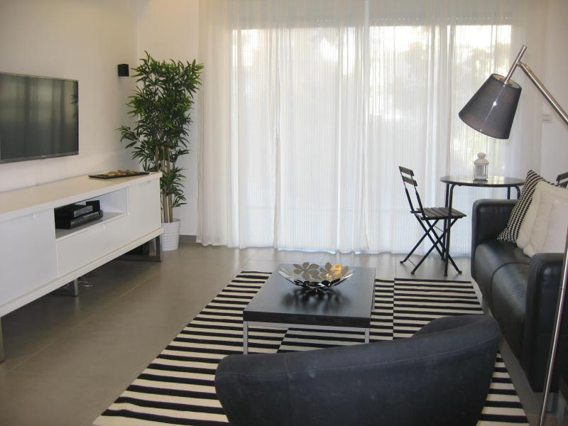 LIVING ROOM - MODERN LUXURY APT IN CITY CENTER OF JERUSALEM - Jerusalem - rentals