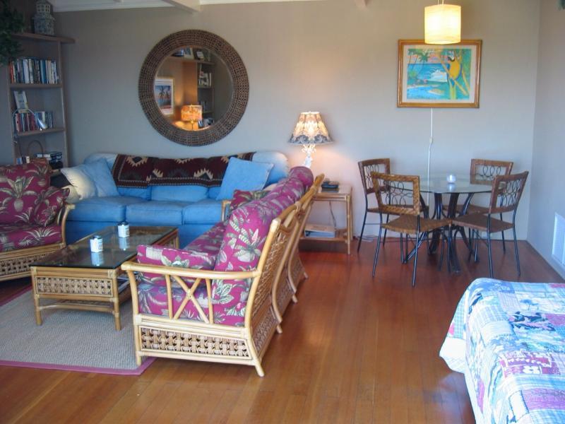 Spacious living room,dining, white tussle beams - One Bdrm Laguna Beach Charmer just steps to 3 sandy beach coves - Laguna Beach - rentals