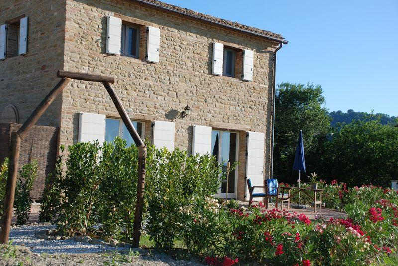 Cottage Rear - Bellavallone - Great for Groups -  Views and Pool - San Ginesio - rentals