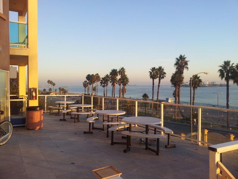 common area patio - Oceanfront Studio - Long Beach - rentals