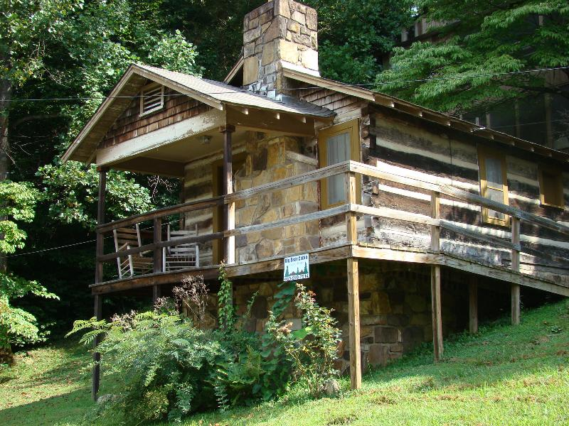 Big Bear Cabin - Big Bear historic cabin in downtown Gatlinburg. - Gatlinburg - rentals
