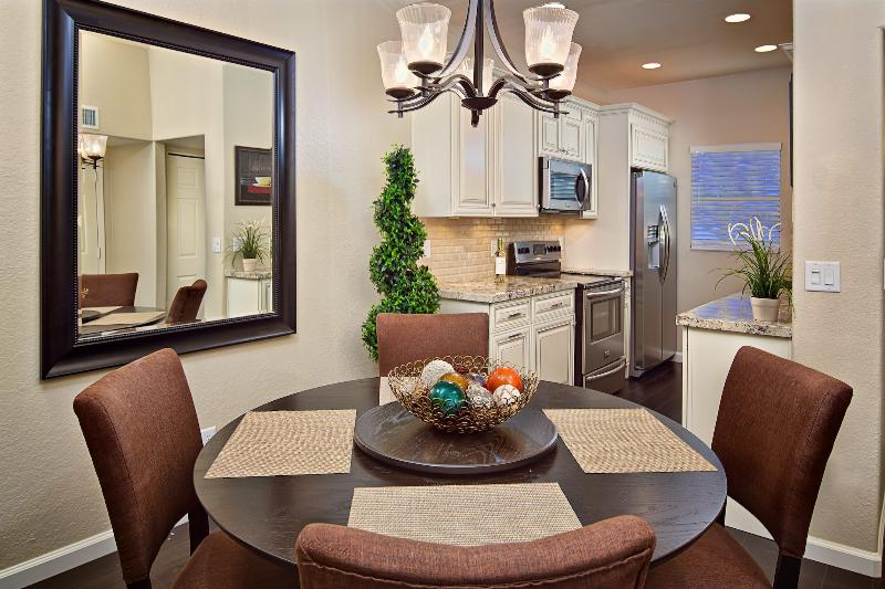 Spacious eating area off kitchen! - Flash Promo 15% Off Now - 3 Pools, Hot Tub, More - Tucson - rentals