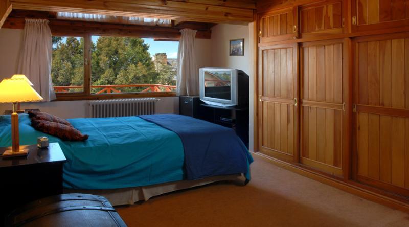 3 BEDROOM/ 2.5 BATH (J46) CLOSE TO DOWNTOWN! - Image 1 - San Carlos de Bariloche - rentals
