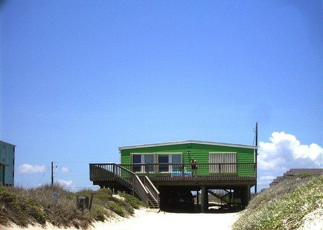 Margarita Cottage ON THE BEACH!  Pet friendly!  Sleeps 10 - Image 1 - Port Aransas - rentals