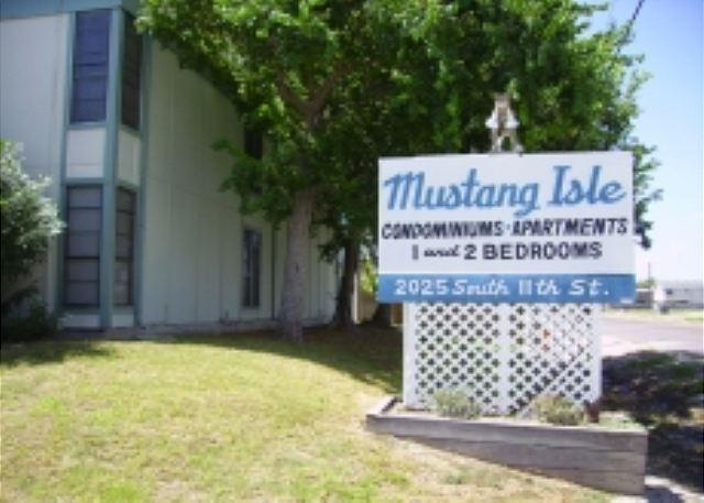 1st Floor Condo, Close to the beach, fish cleaning station - Image 1 - Port Aransas - rentals