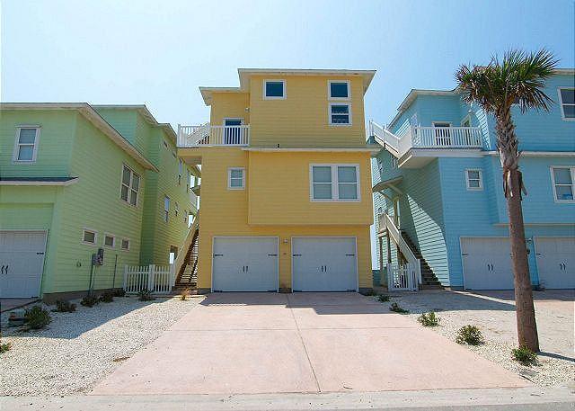 Mac and Jacs: 4 bedrooms, 3.5 bath, gulf views! Community Pool, Dogs 20lbs - Image 1 - Port Aransas - rentals
