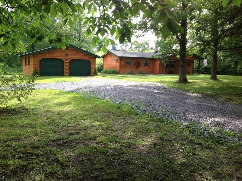 Creekside Cabin - Cozy Creekside Cabin Lehigh Valley/Allentown - Allentown - rentals