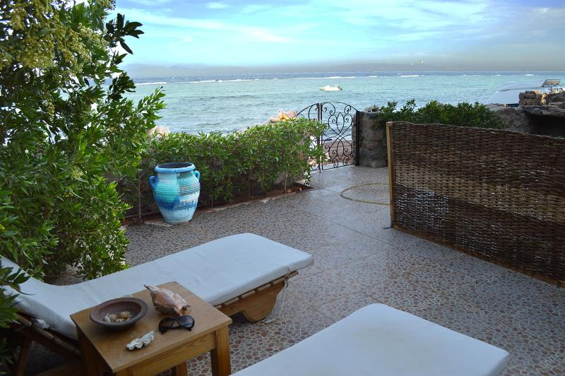 The private garden and few steps to the amazing relaxed beach. - The Cozy Beach House - Dahab - rentals