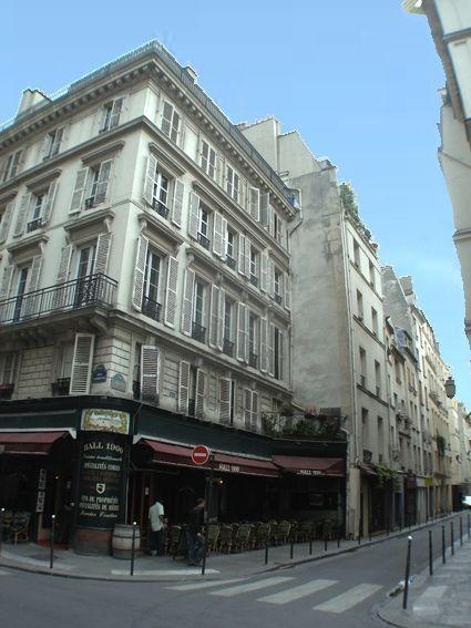 Pompidou Studio in the Marais - Image 1 - Paris - rentals