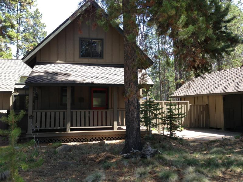 Cozy and Liveable -  Beautifully Updated SR Home - Image 1 - Sunriver - rentals