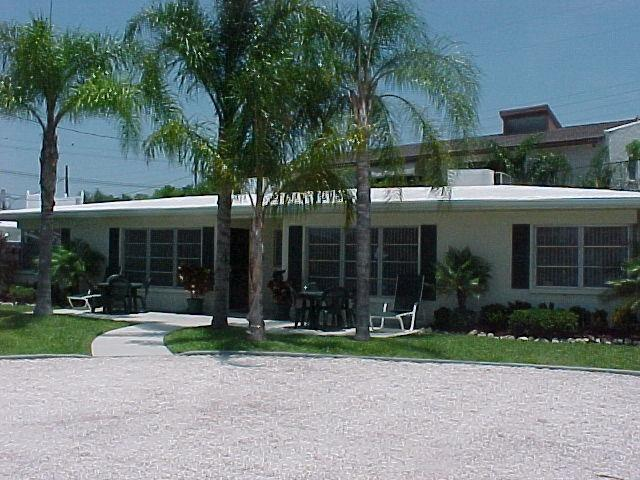 2 MINUTE WALK TO SIESTA BEACH!! (really)   Clean, - Image 1 - Siesta Key - rentals