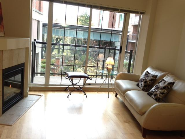 Living Room with italian sofa bed - Marvellous Downtown Victoria Condo close to Inner Harbour & Beacon Hill Park!! - Victoria - rentals