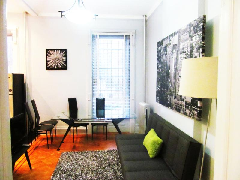 A Historic 2BR RailRoad Apt-only 12min to Manh - Image 1 - Brooklyn - rentals