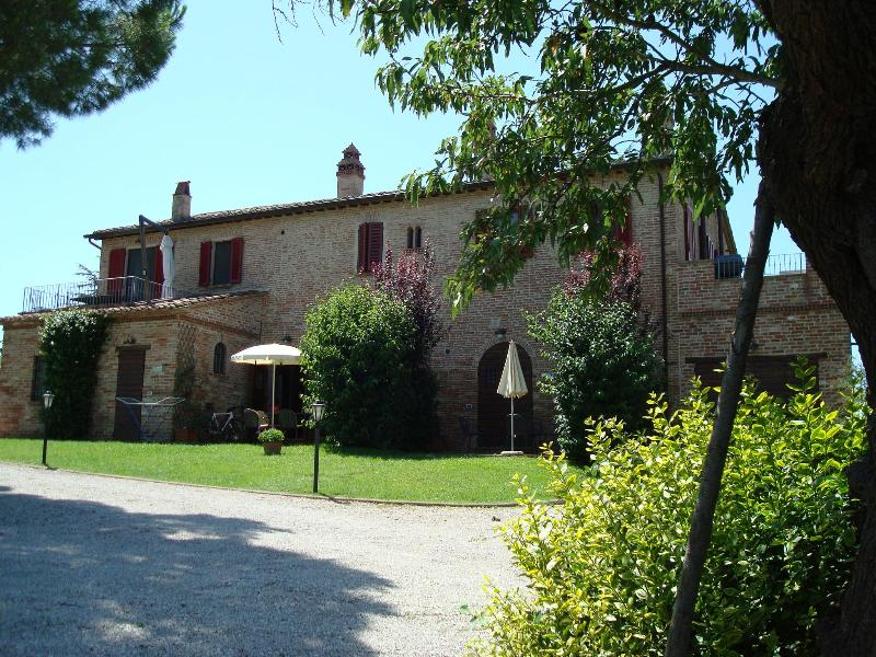 East Elevation - Podere Fontegallo - Spectacular Views - L'Olivo - Castiglione Del Lago - rentals