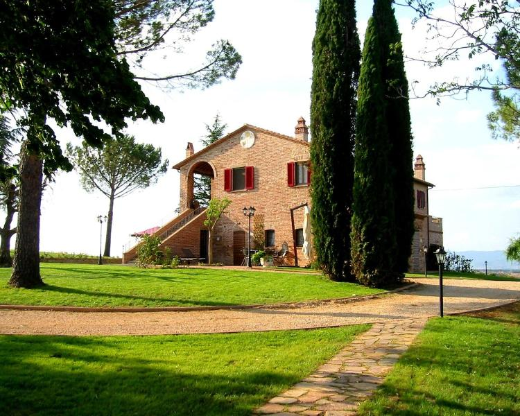 House, view from the south - Podere Fontegallo - Spectacular Views - Il Cedro - Castiglione Del Lago - rentals